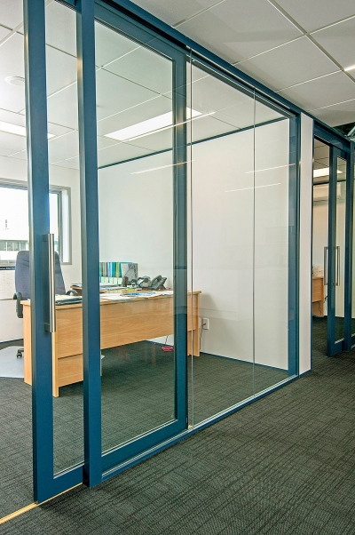 Floor acoustic roller doors